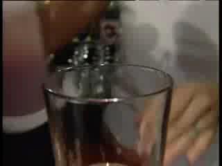 Приготовление коктейля Кровавая Мери.  12 апр в 13:21.  0 комментариев.